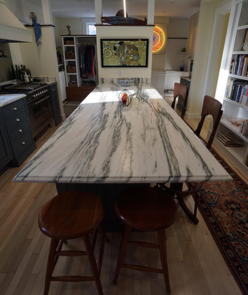 Single cut stone, long table